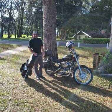 Carlos Víquez el golfista amante de las motocicletas